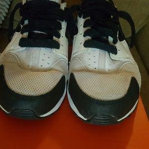 Nike Shoes - EUC Nike Huarache Shoes